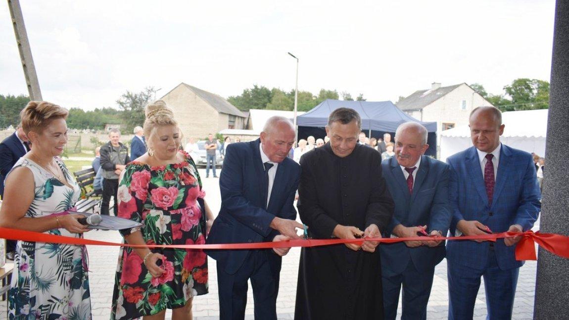 Uroczyste otwarcie i poświęcenie świetlicy wiejskiej w Nieznamierowicach